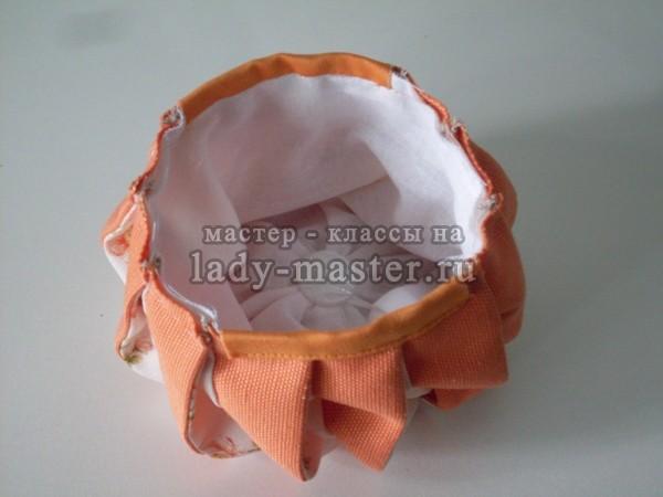 4dda00282c74 Более мелкие детали нужно пришить по верхнему краю сумочки друг напротив  друга, наложив их лицом на изнанку сумочки, швом шириной 7 мм.