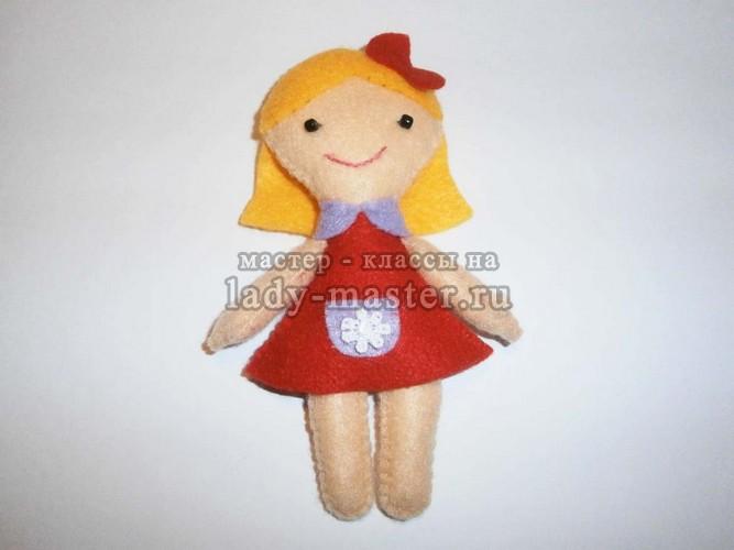 Куколка в красном платье из фетра