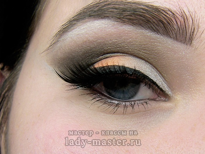 Модный вечерний макияж для голубых или серых глаз