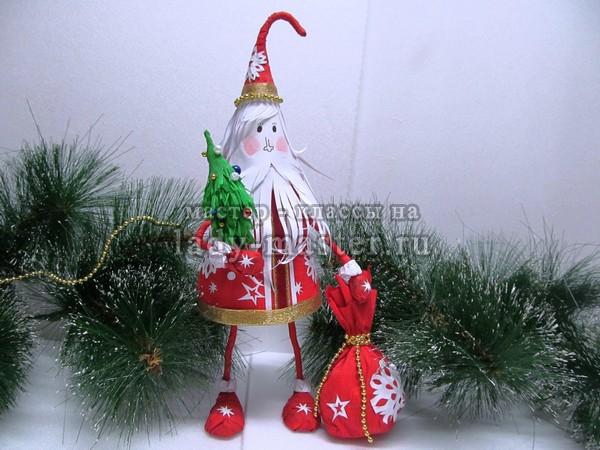 Дед Мороз из картона и бумаги