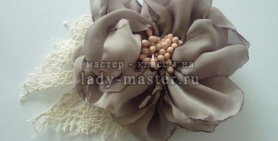 Нежный цветок-украшение в волосы