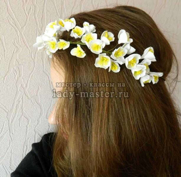 Весенний веночек с цветами из фоамирана своими руками