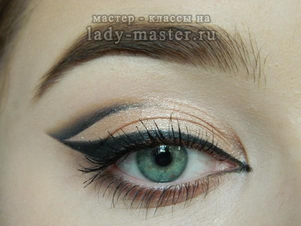 Графичный макияж для зеленых глаз, фото
