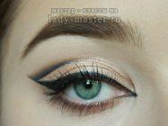 Как сделать графичный макияж со стрелкой для зеленых глаз