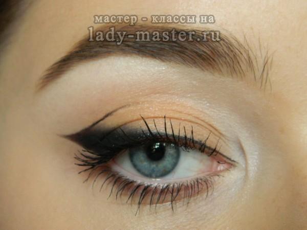 макияж глаз со стрелкой, фото