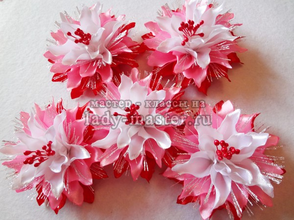 Цветы из лент на резинку для волос, фото