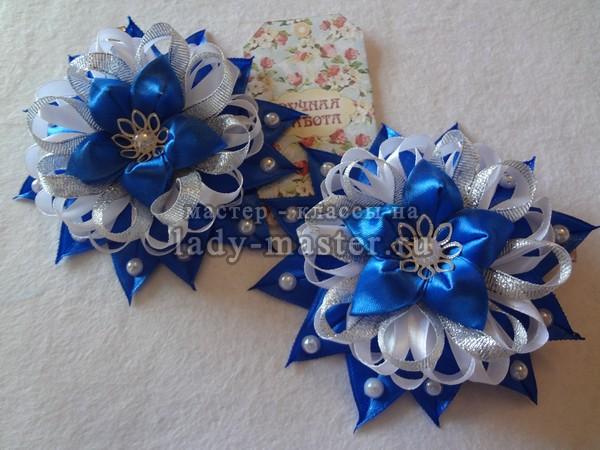 Бело - синие заколки с цветочками из лент, фото