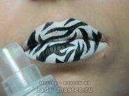 Как сделать макияж губ на Хеллоуин в расцветке зебры