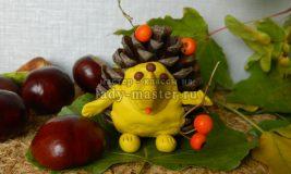 Осенние поделки: ёжик из шишки, пошаговая инструкция