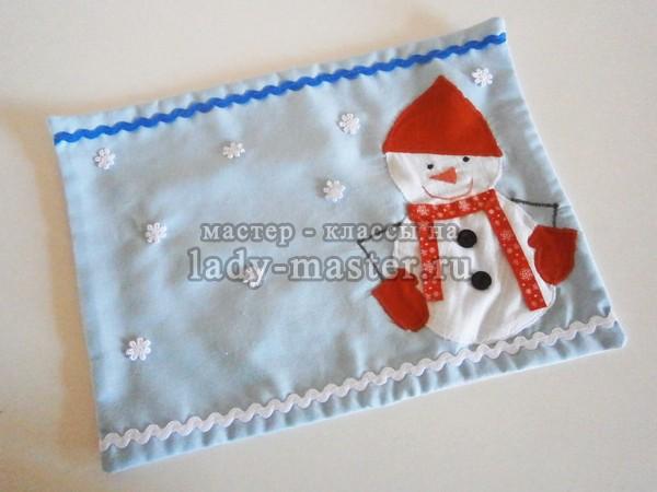 Новогодняя салфетка с аппликацией «Снеговик»