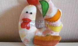 Петушок из фланели в подарок малышу