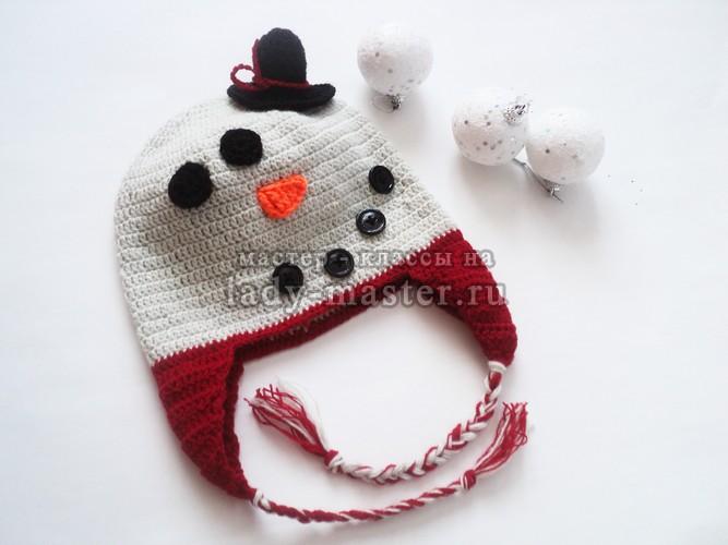 Шапочка-снеговик крючком