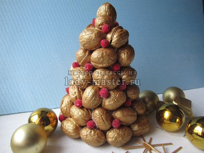 елка из орехов своими руками, фото
