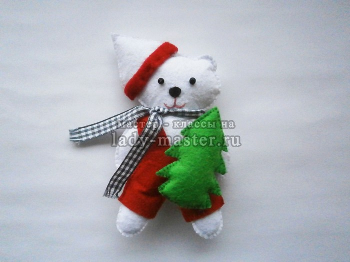 Белый новогодний медвежонок