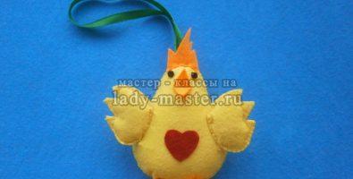 Цыпленок с сердечком из фетра