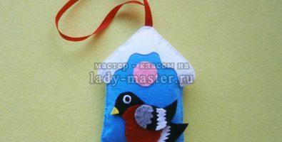 Игрушка «Птичий домик со снегирем» из фетра