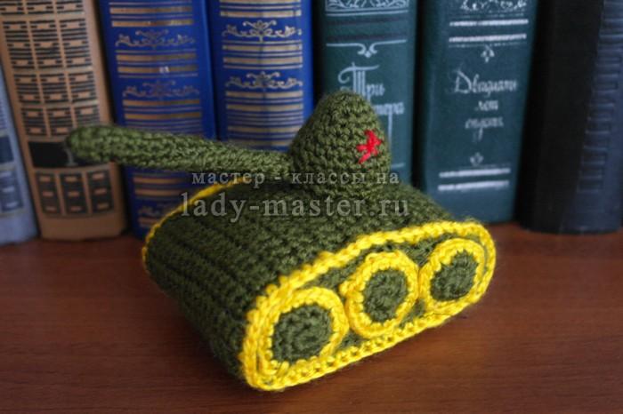 Как связать танк-сувенир крючком. Мастер-класс