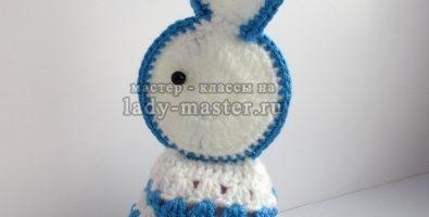 Пасхальный кролик, связанный крючком