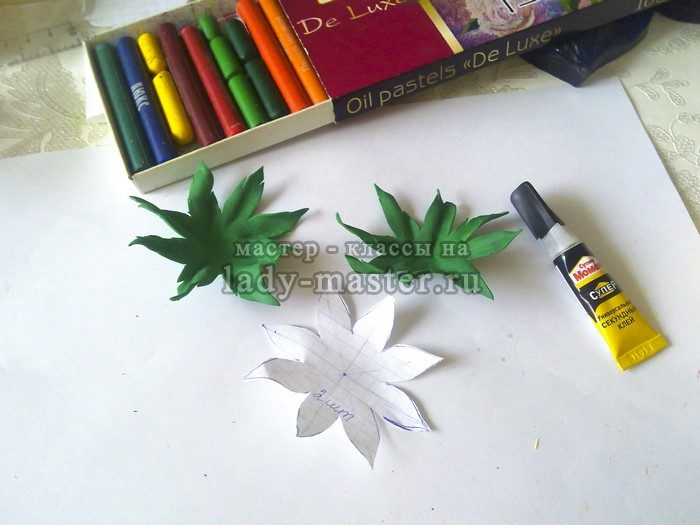 создаем шаблон чашелистика и делаем листья
