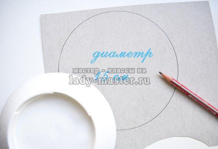 С помощью того же шаблона на изнаночной стороне по ткани нарисуем контур.  Он будет внутренним. Наружный контур чтобы нарисовать a459b4fcc553c
