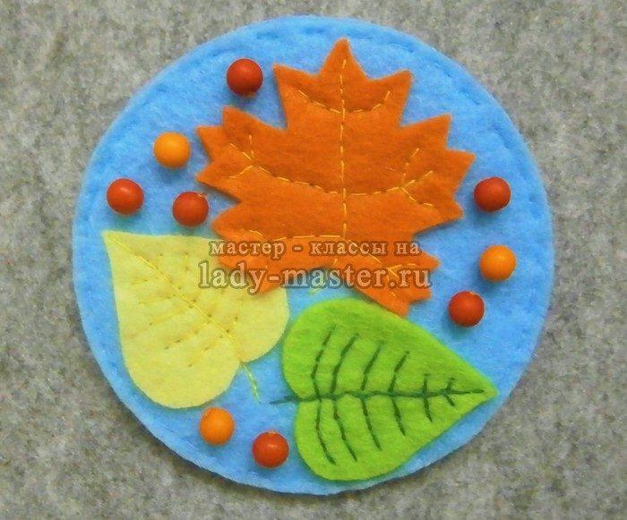 брошь с осенними листьями из фетра, фото
