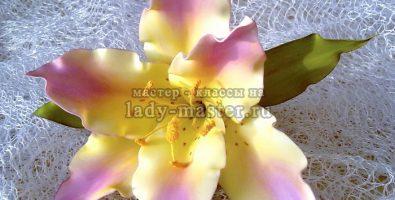 Трогательная лилия на шпильке из фоамирана