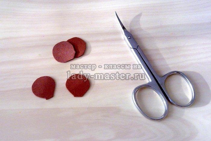 вырезаем чешуйки шишки