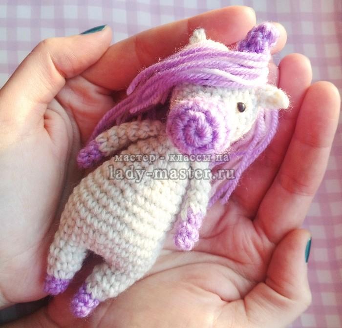 Единорог крючком — милая игрушка в подарок!