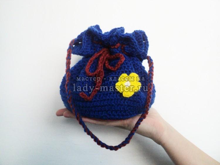 90bccf1b7d6a Вязаные сумки и рюкзаки не теряют своей популярности уже не первый сезон.  Поэтому я предлагаю связать крючком сумку – мешок для девочки.