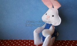 Белый заяц из фетра с подвижными лапками