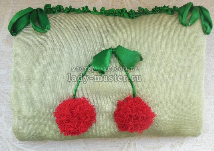 Декоративная подушка из старого свитера