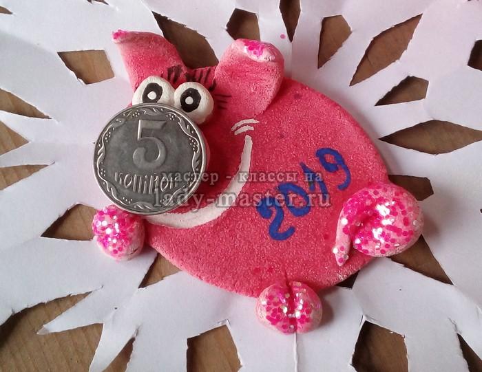 Свинка с пятачком из соленого теста — привлекаем богатство в наступающем году