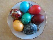 5 самых дешевых и простых средств для окрашивания яиц на Пасху