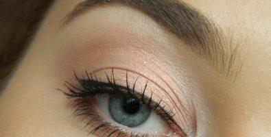 Легкий повседневный макияж со стрелками