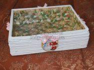 Простая коробка из газетных трубочек для украшения интерьера или новогоднего подарка