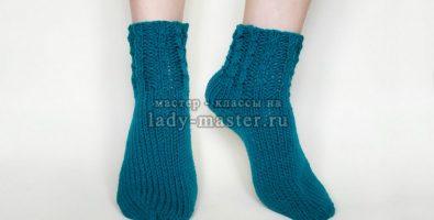 Удобные носки спицами с пяткой бумерангом