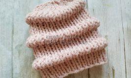 Объемная, теплая шапка с узором в виде волн