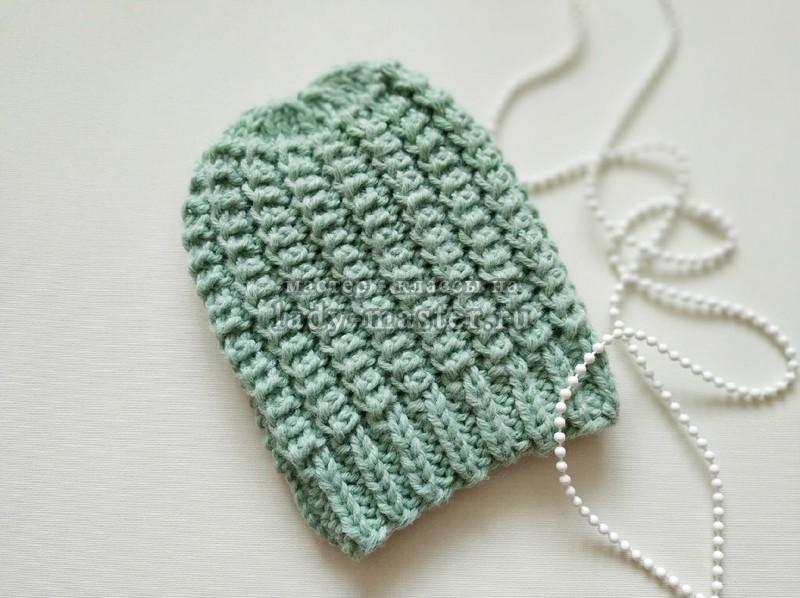 Теплая плотная шапка спицами для морозной зимы