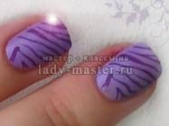 Фиолетовая зебра в технике стемпинг