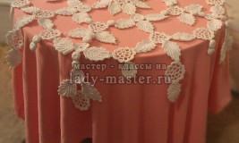Красивая воздушная скатерть крючком из цветочных мотивов