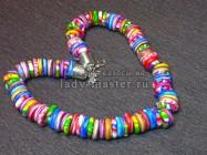 Бусы из ярких разноцветных бусин в форме бубликов, созданные из полимерной глины. Урок от Rusalina