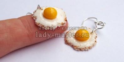 Кулинарная миниатюра: яичница из полимерной глины
