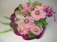 Сладкий букет из роз и хризантем