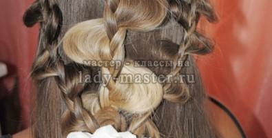Прическа из трех ажурных кос своими руками