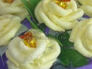 Сладкий букет роз, выполненных из салфеток