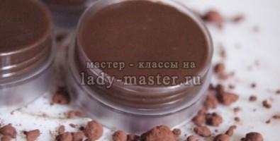 Как сделать шоколадный бальзам-уход для губ своими руками