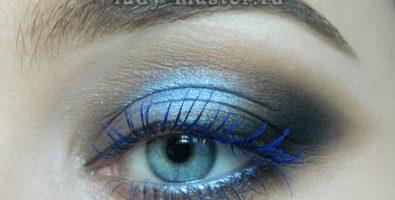Как сделать яркий макияж в синих тонах — пошаговый урок