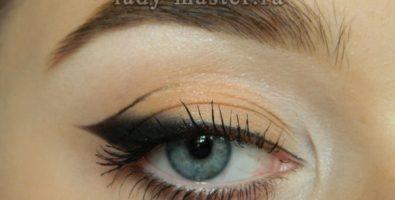 Как сделать макияж глаз с выразительной стрелкой — пошаговый урок