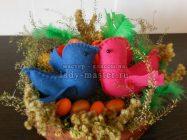 Гнездо с птичками — поделка из природного материала, фетра и бумаги