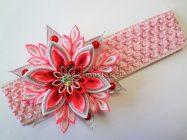 Розовая повязка на голову с цветком канзаши своими руками